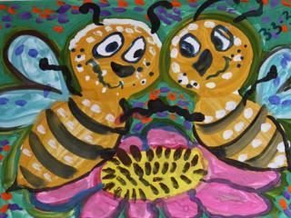 2 prix dans la catégorie « 5-9 ans ». «Une seule abeille ne rapporte pas beaucoup de miel». Chaguinian Margarita 5 ans. Atelier Artistique ACQUA, Slavutich, Ukraine. Commentaire de l'artiste: Pour réussir, il faut avoir un ami à ses côtés.